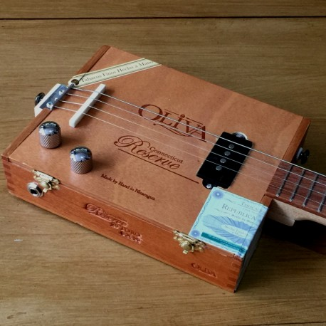 StLouis Cigar Box Guitar Oliva 4 Strings