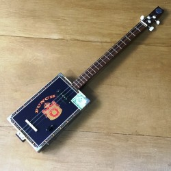 Cigarboxguitar Roots 3 cordes StLouis Punch micro 4 plots