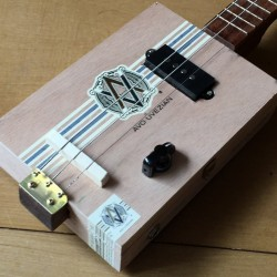 Cigarboxguitar Roots 3 cordes StLouis Avo classic micro 4 plots