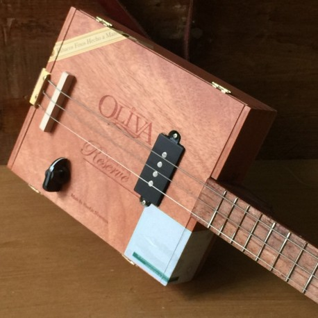Cigarboxguitar Roots 3 cordes StLouis Oliva micro 4 plots