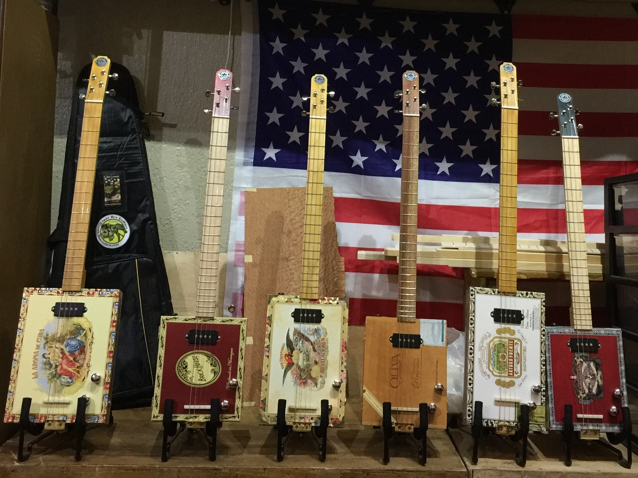 St louis Cigars Box Guitars made in France is the Brand of Blues Guitares France  !